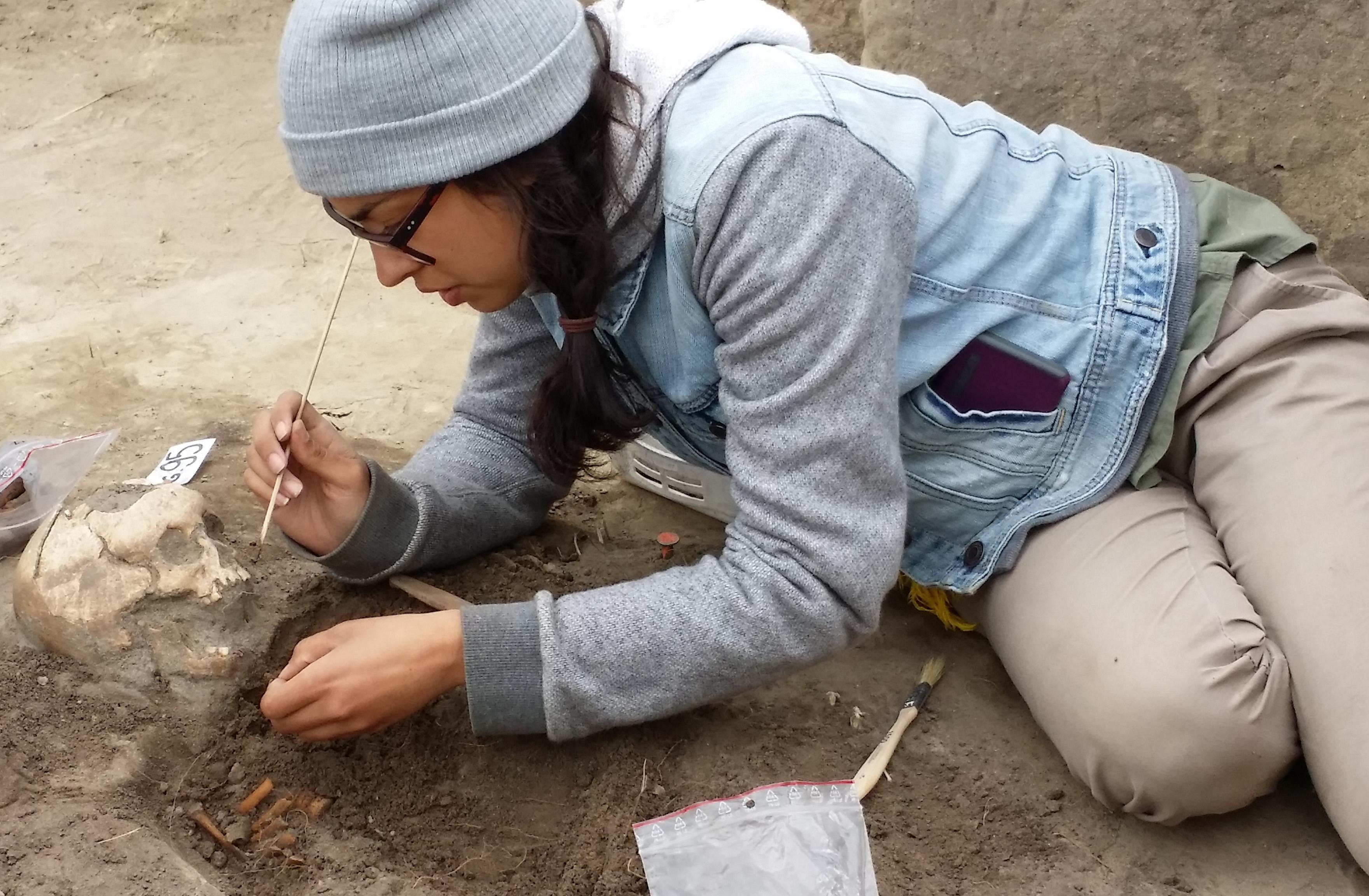Student excavating at Bezlawki
