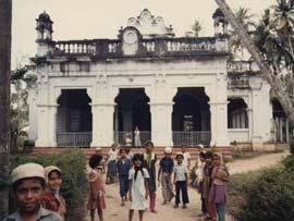 Children in front of cathedral